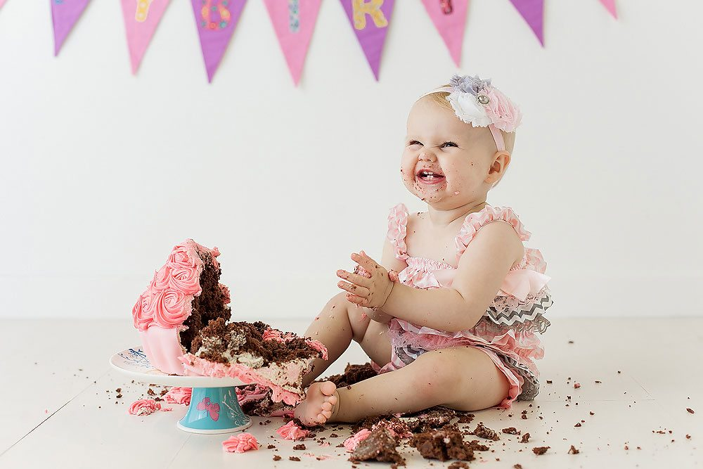 What is cake smash photo shoot